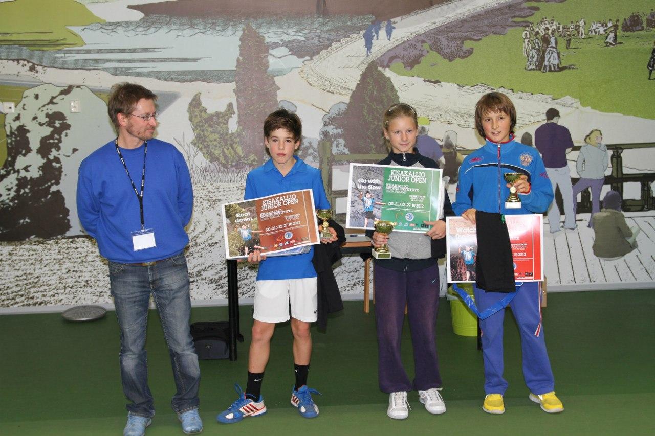 Награждение Макаровой Екатерины и Алексея Захарова (справа)