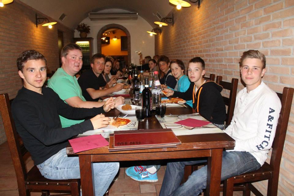 Мы очень подружились и с удовольствием проводили вместе свободное время, гуляли по Риму, и я был очень рад отметить свой 13 день рождения вместе с моими новыми друзьями