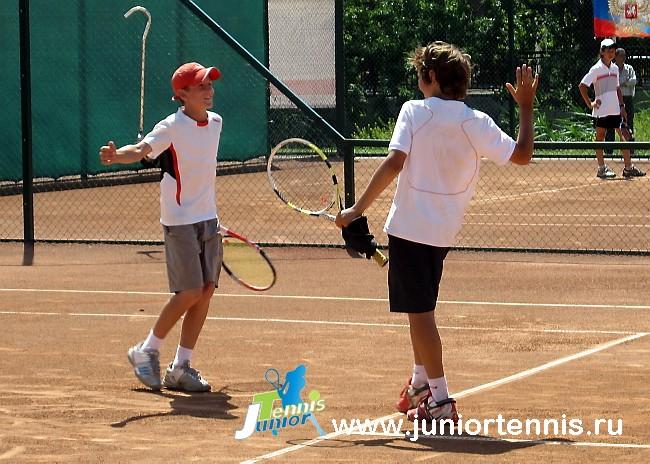 С 4 по 6 июня 2012 года в Саратове, на кортах теннисного комплекса «Апельсин» состоялось Первенство России по теннису среди юношей и девушек (до 13 лет).
