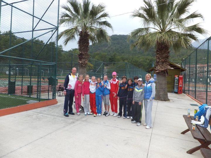 Сборная мальчиков и девочек по теннису. Тренеры Дерепаска А.В. и Доронина И.Н.