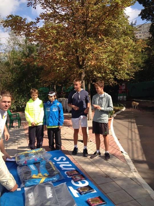 В сентябре я впервые принимал участие в турнире возрастной категории до 16 лет и моложе. Турнир проходил с 16 по 21 сентября в Кишиневе.