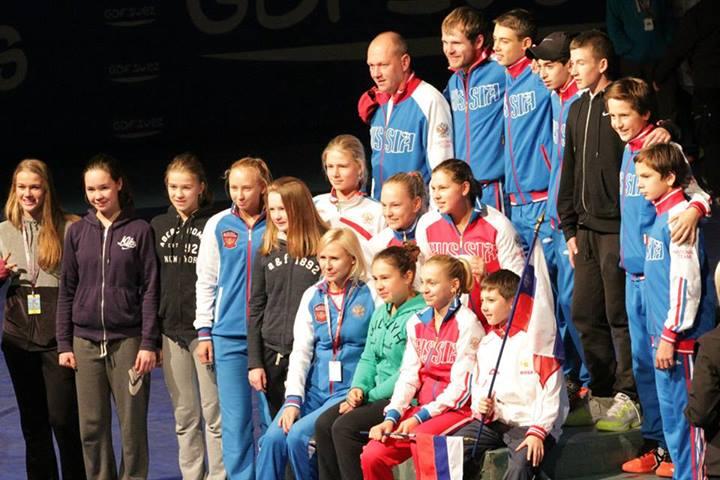 Самая многочисленная команда - из России
