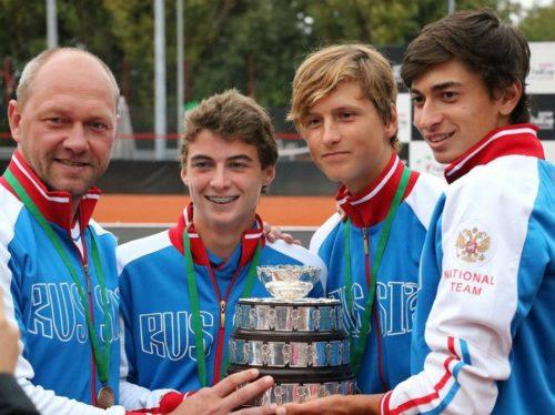 «Кубок Дэвиса» - наш! Эта победа стала для российского тенниса первой. До этого, правда, сборная СССР побеждала в юношеском «Кубке Дэвиса» и было это в 1990 году.