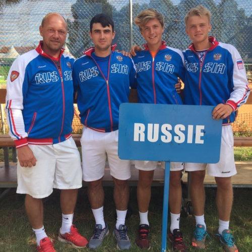Юношеская сборная России до 18 лет в составе Алексея Захарова, Артема Дубривного и Егора Носкина дошла до финала главного командного турнира сезона - Летнего Кубка Европы.